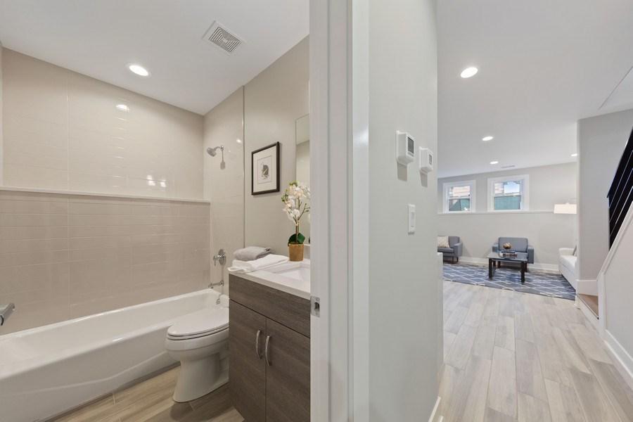 Real Estate Photography - 3521 S Prairie avenue, Chicago, IL, 60653 - Bathroom