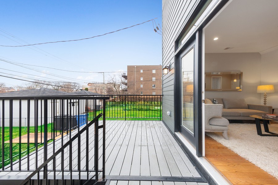 Real Estate Photography - 3521 S Prairie avenue, Chicago, IL, 60653 - Balcony