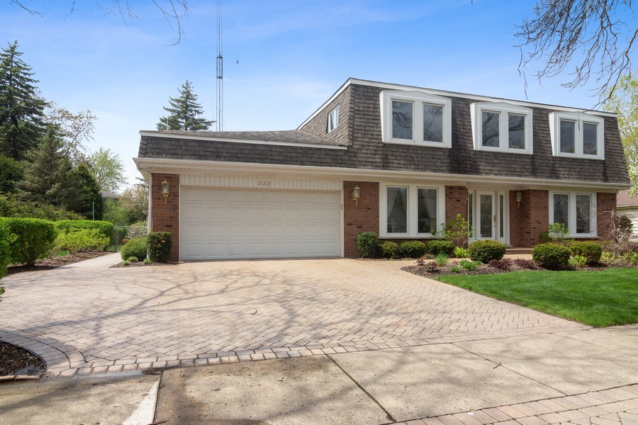 Real Estate Photography - 222 Fairview Ave, Deerfield, IL, 60015 - Driveway