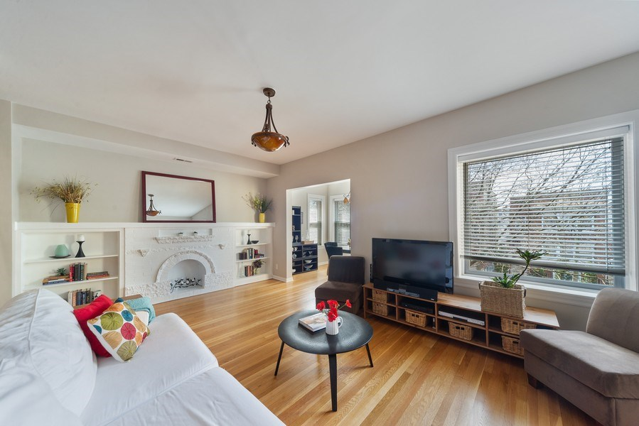 Real Estate Photography - 4639 N. Central Park, 2N, Chicago, IL, 60625 - Living Room