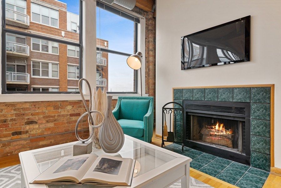 Real Estate Photography - 913 W Van Buren, 6E, Chicago, IL, 60607 - Living Room