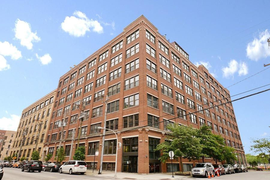 Real Estate Photography - 913 W Van Buren, 6E, Chicago, IL, 60607 -