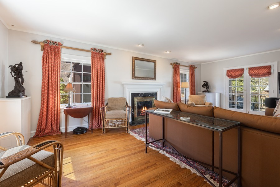 Real Estate Photography - 1942 Thornwood Ave, Wilmette, IL, 60091 - Living Room