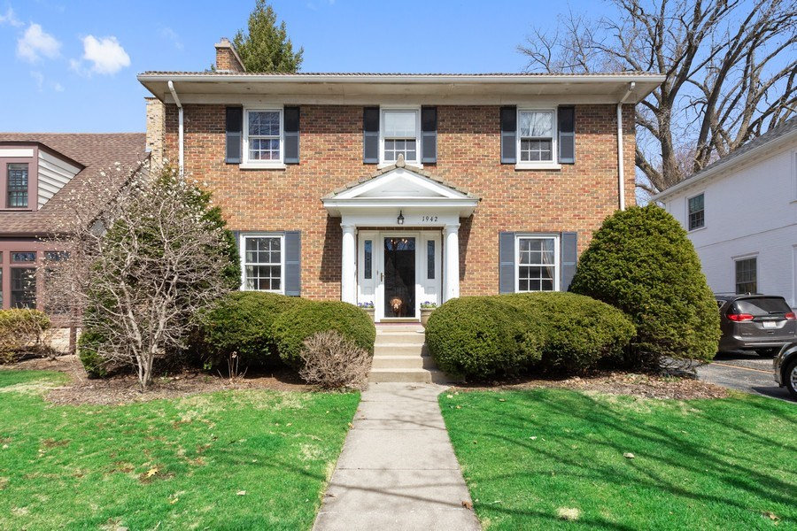 Real Estate Photography - 1942 Thornwood Ave, Wilmette, IL, 60091 - Front View