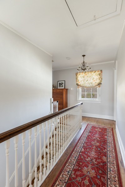 Real Estate Photography - 1942 Thornwood Ave, Wilmette, IL, 60091 - Hallway