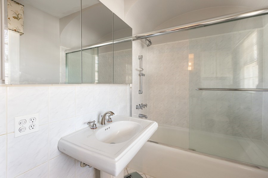 Real Estate Photography - 1942 Thornwood Ave, Wilmette, IL, 60091 - Bathroom