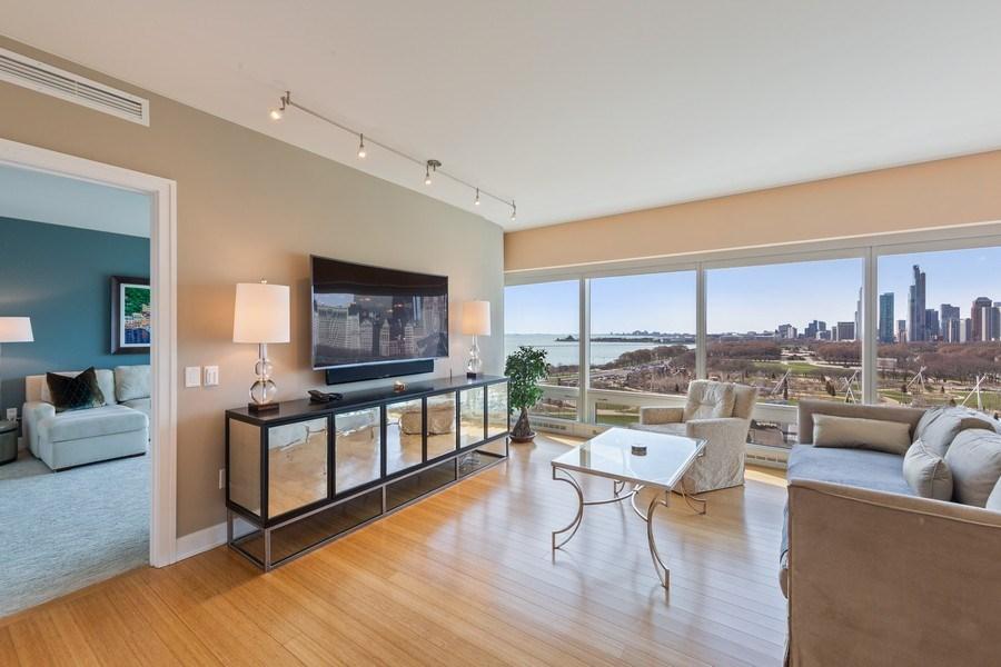 Real Estate Photography - 340 e randolph, 905, Chicago, IL, 60601 - Living Room