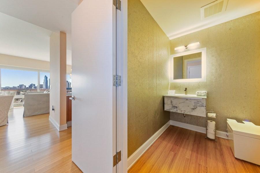 Real Estate Photography - 340 e randolph, 905, Chicago, IL, 60601 - Bathroom