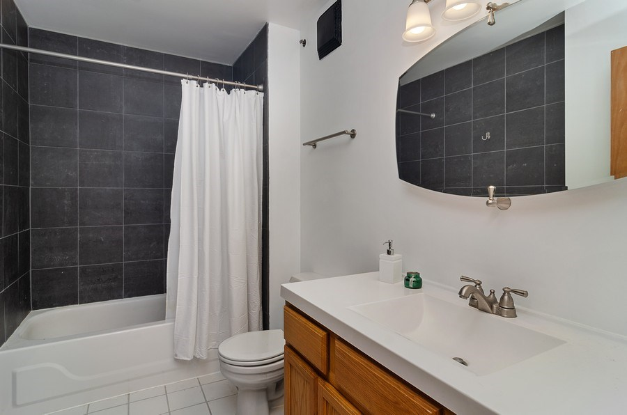 Real Estate Photography - 215 North Aberdeen #204B, Chicago, IL, 60607 - Bathroom
