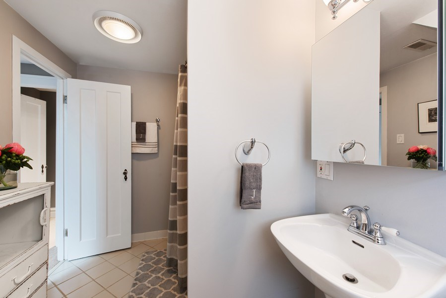 Real Estate Photography - 432 S Courtland Ave., Park Ridge, IL, 60068 - 2nd Bathroom