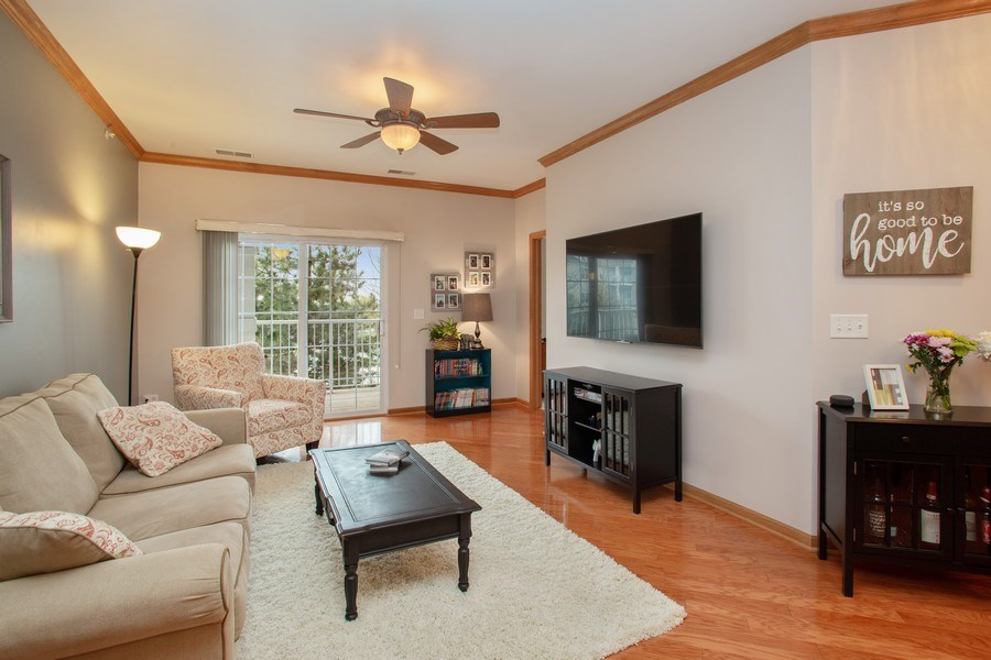 Real Estate Photography - 1283 W Lake St, #203, Addison, IL, 60101 - Living Room