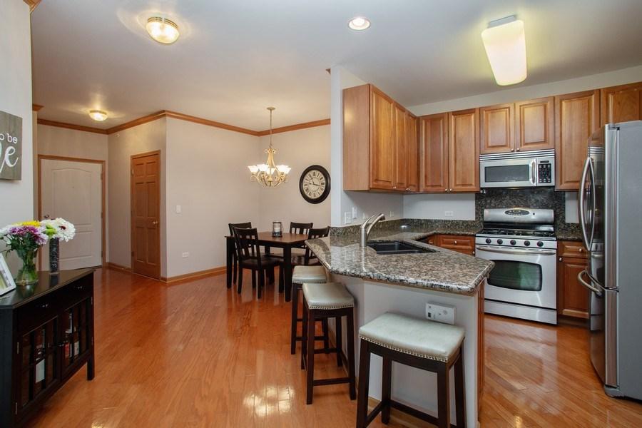 Real Estate Photography - 1283 W Lake St, #203, Addison, IL, 60101 - Kitchen