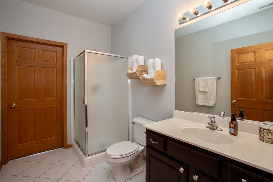 Real Estate Photography - 1283 W Lake St, #203, Addison, IL, 60101 - Bathroom