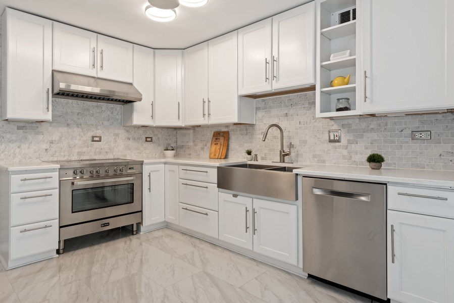 Real Estate Photography - 340 W Diversey Pkwy, unit 1416, Chicago, IL, 60657 - Kitchen