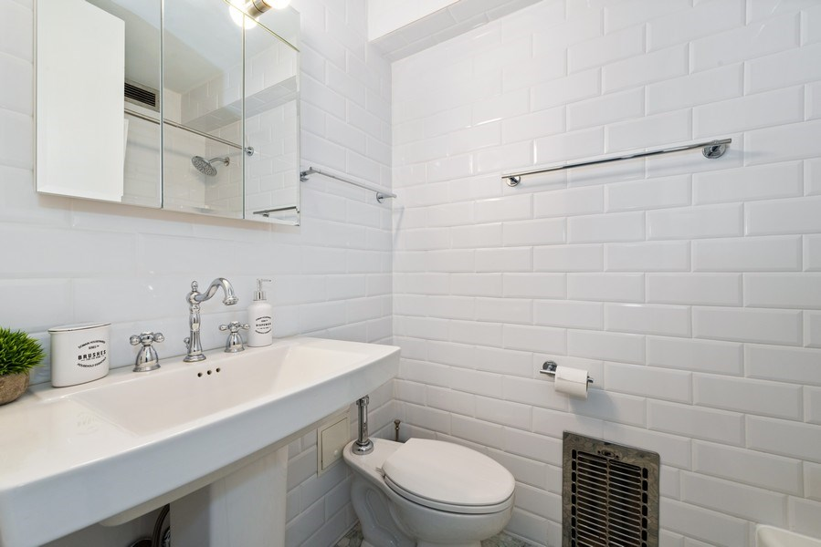 Real Estate Photography - 340 W Diversey Pkwy, unit 1416, Chicago, IL, 60657 - 2nd Bathroom