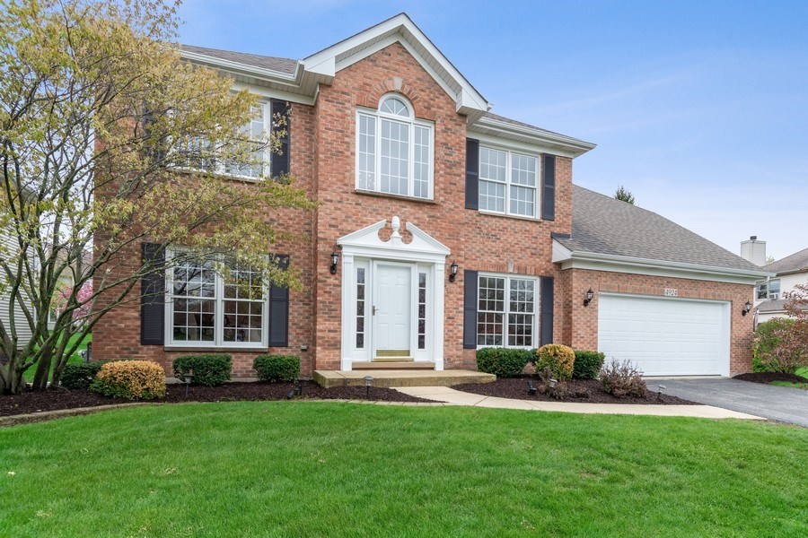 Real Estate Photography - 4924 Clearwater Ln, Naperville, IL, 60564 - Front View