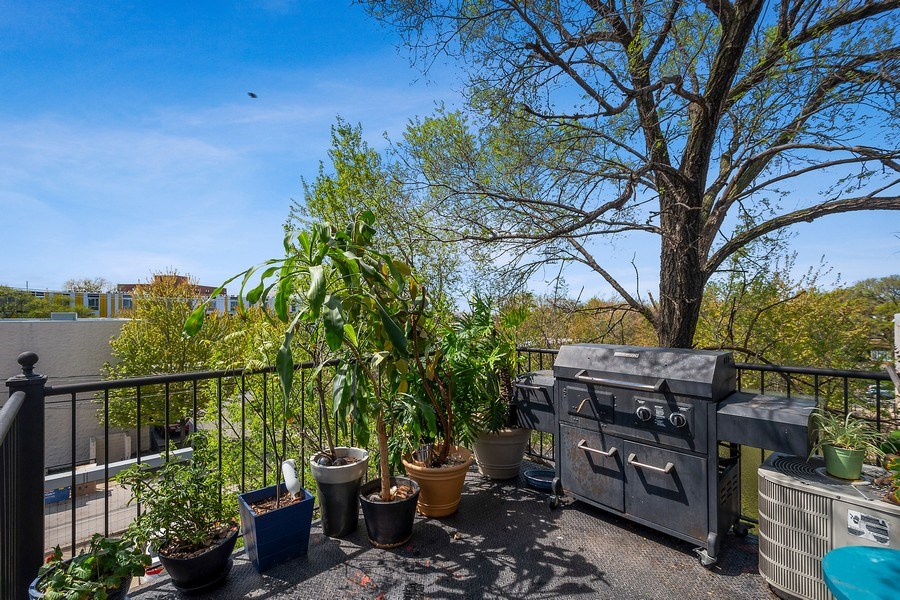 Real Estate Photography - 5516 S Indiana Unit 4, chicago, IL, 60615 - Deck