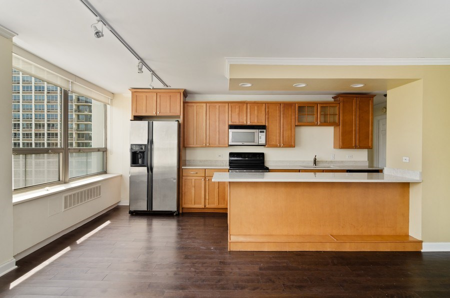 Real Estate Photography - 1455 N Sandburg Terrace, Unit 804, Chicago, IL, 60610 - Kitchen