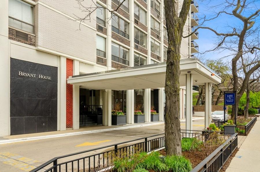 Real Estate Photography - 1455 N Sandburg Terrace, Unit 804, Chicago, IL, 60610 - Entryway