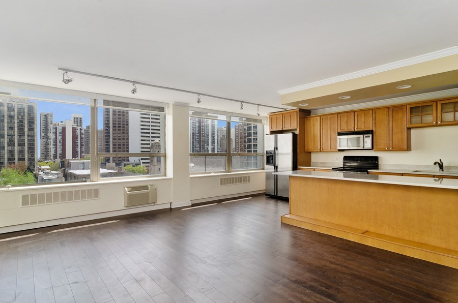 Real Estate Photography - 1455 N Sandburg Terrace, Unit 804, Chicago, IL, 60610 - Kitchen / Living Room