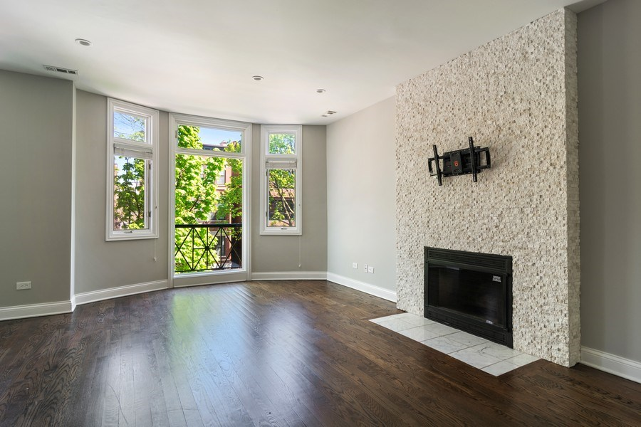 Real Estate Photography - 857 W Wrightwood Ave, Chicago, IL, 60614 - Living Room