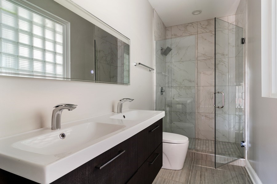 Real Estate Photography - 857 W Wrightwood Ave, Chicago, IL, 60614 - Master Bathroom