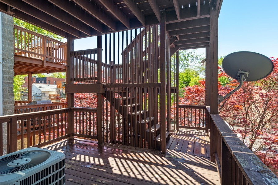 Real Estate Photography - 857 W Wrightwood Ave, Chicago, IL, 60614 - Deck