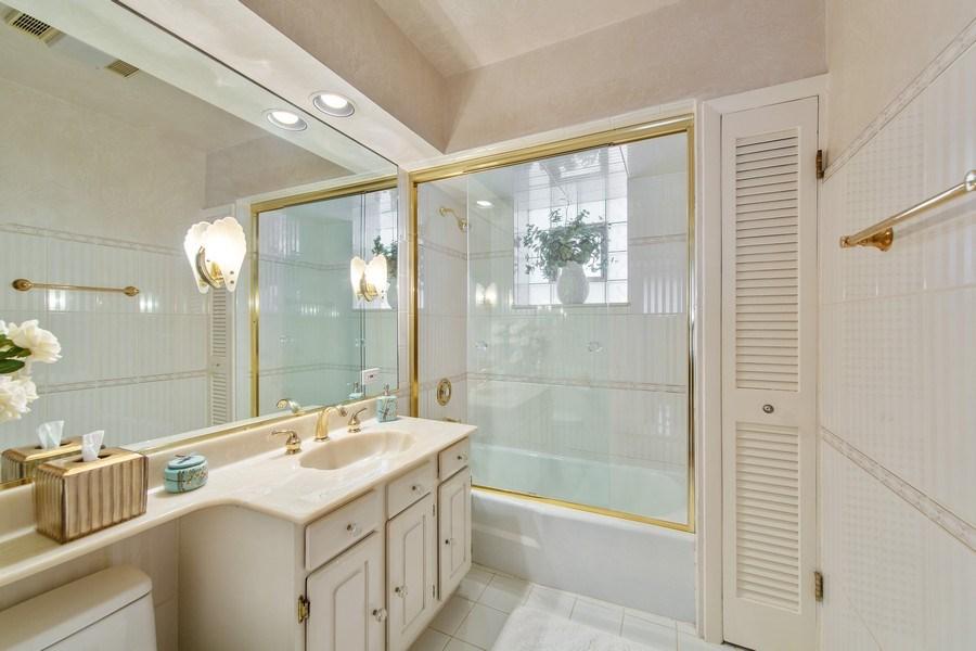 Real Estate Photography - 3224 S Union Avenue, Chicago, IL, 60616 - Bathroom