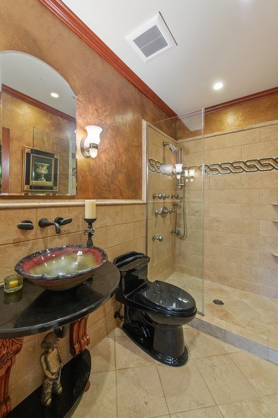 Real Estate Photography - 3224 S Union Avenue, Chicago, IL, 60616 - 2nd Bathroom