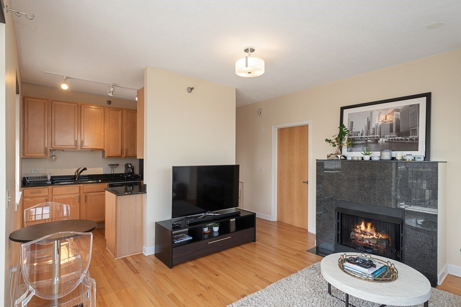 Real Estate Photography - 1529 S State St, Unit 13B, Chicago, IL, 60616 - Living Room