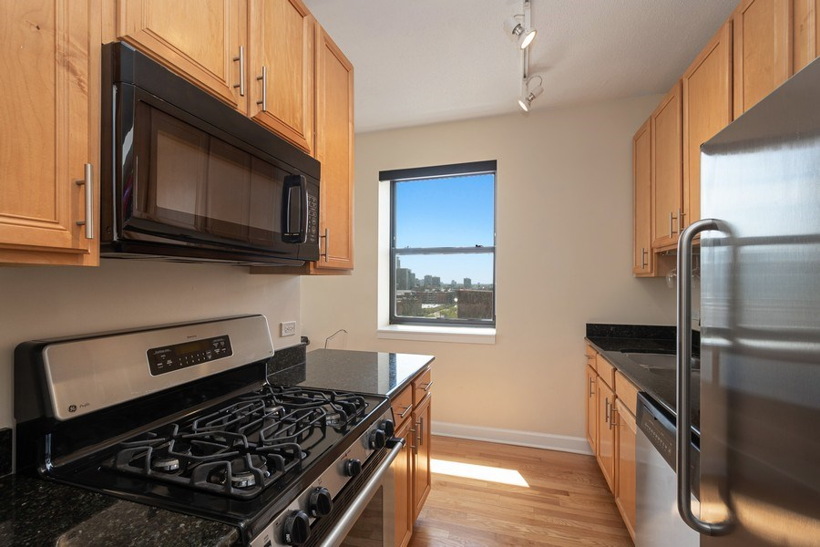 Real Estate Photography - 1529 S State St, Unit 13B, Chicago, IL, 60616 - Kitchen