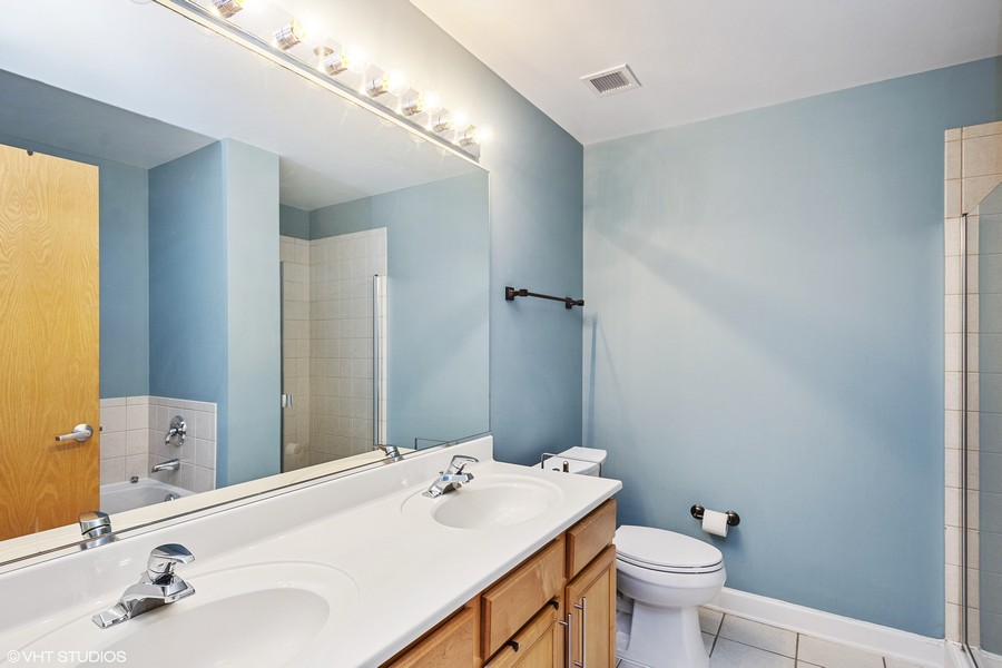 Real Estate Photography - 1529 S State St, Unit 13B, Chicago, IL, 60616 - Master Bathroom