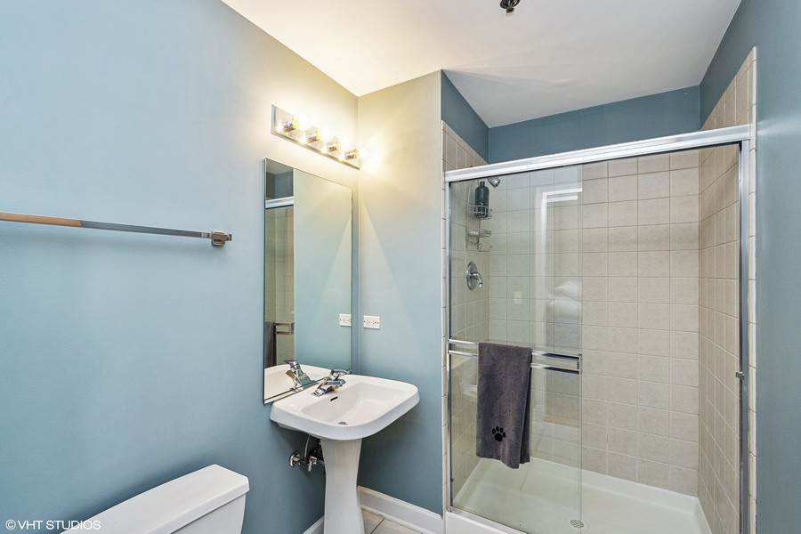 Real Estate Photography - 1529 S State St, Unit 13B, Chicago, IL, 60616 - Second Bathroom