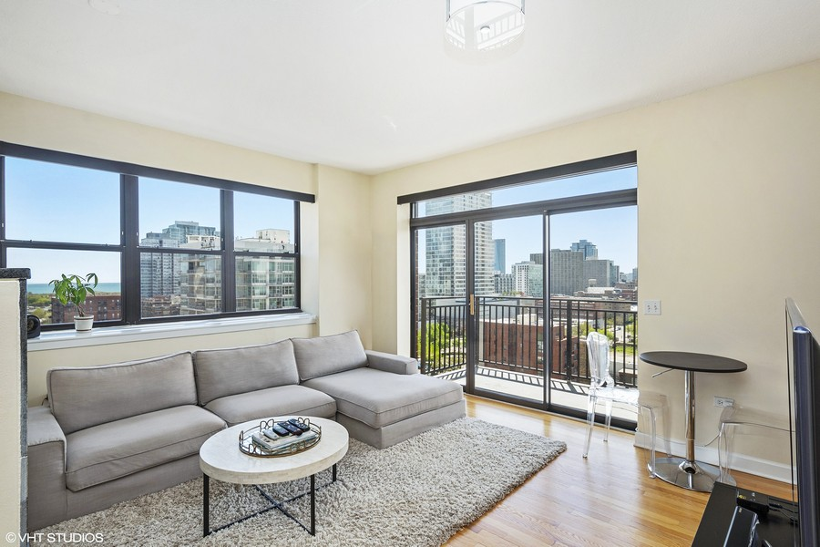 Real Estate Photography - 1529 S State St, Unit 13B, Chicago, IL, 60616 - Living | Dining