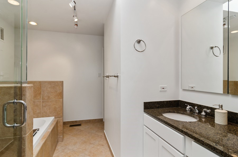 Real Estate Photography - 1646 N Mohawk St, Unit B, Chicago, IL, 60614 - Bathroom
