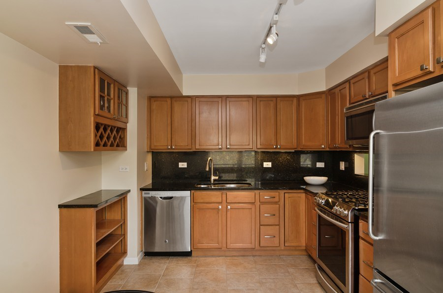 Real Estate Photography - 1646 N Mohawk St, Unit B, Chicago, IL, 60614 - Kitchen