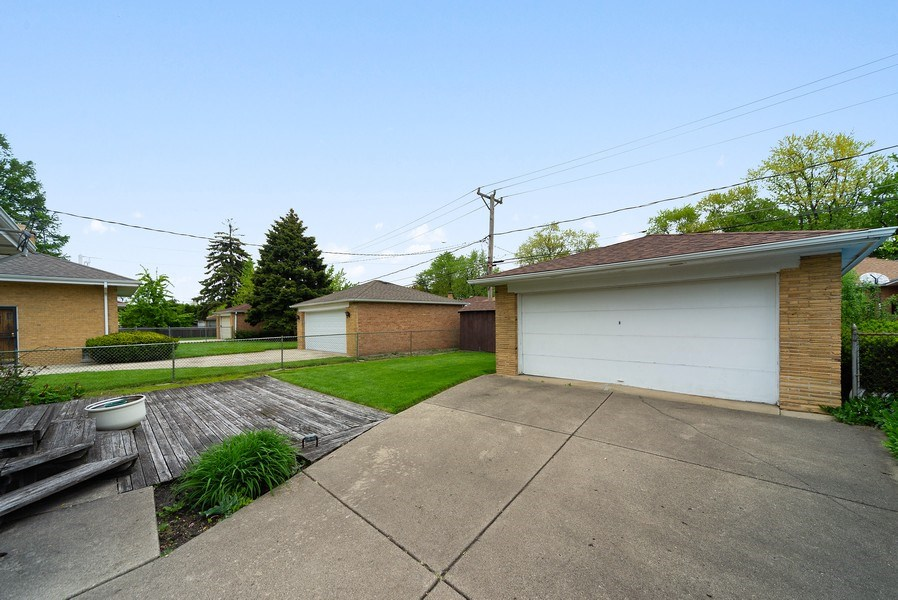 Real Estate Photography - 5011 N Octavia Ave., Harwood Heights, IL, 60706 - Garage