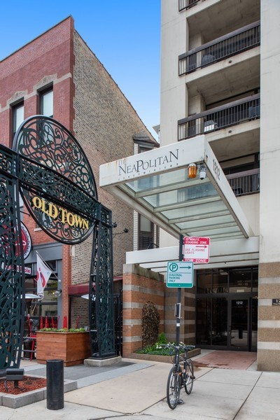 Real Estate Photography - 1212 N Wells Street, Unit 1404, Chicago, IL, 60610 - Front View