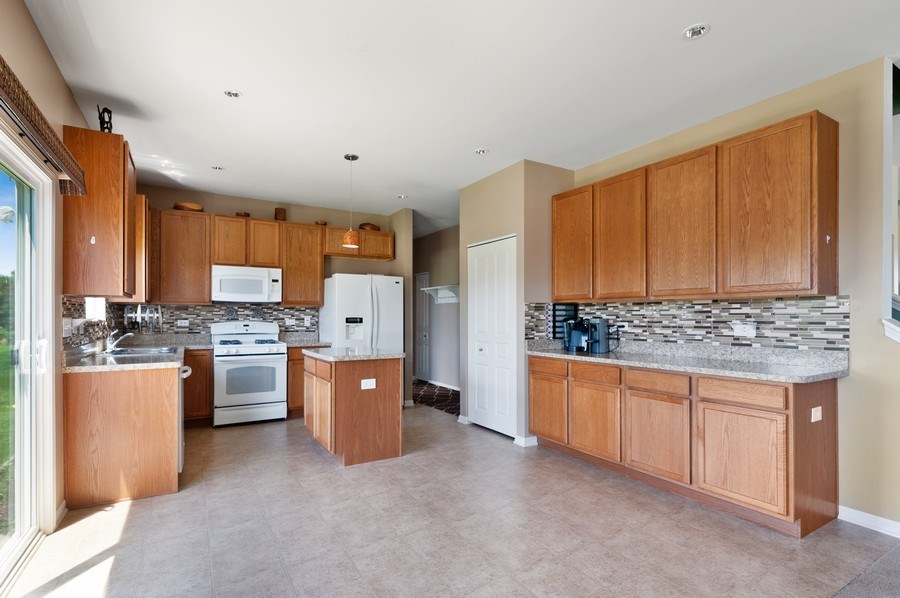 Real Estate Photography - 904 Chopin Place, Volo, IL, 60073 - Kitchen