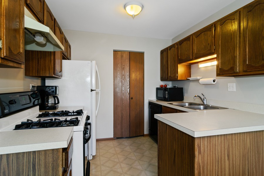 Real Estate Photography - 341 Newport Ln, Unit C2, Bartlett, IL, 60103 - Kitchen