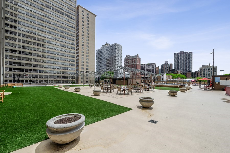 Real Estate Photography - 655 W Irving Park Unit 4601, Chicago, IL, 60613 - Sundeck