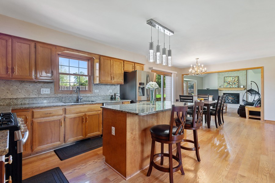 Real Estate Photography - 17 Yukon Ct, Bolingbrook, IL, 60490 - Kitchen