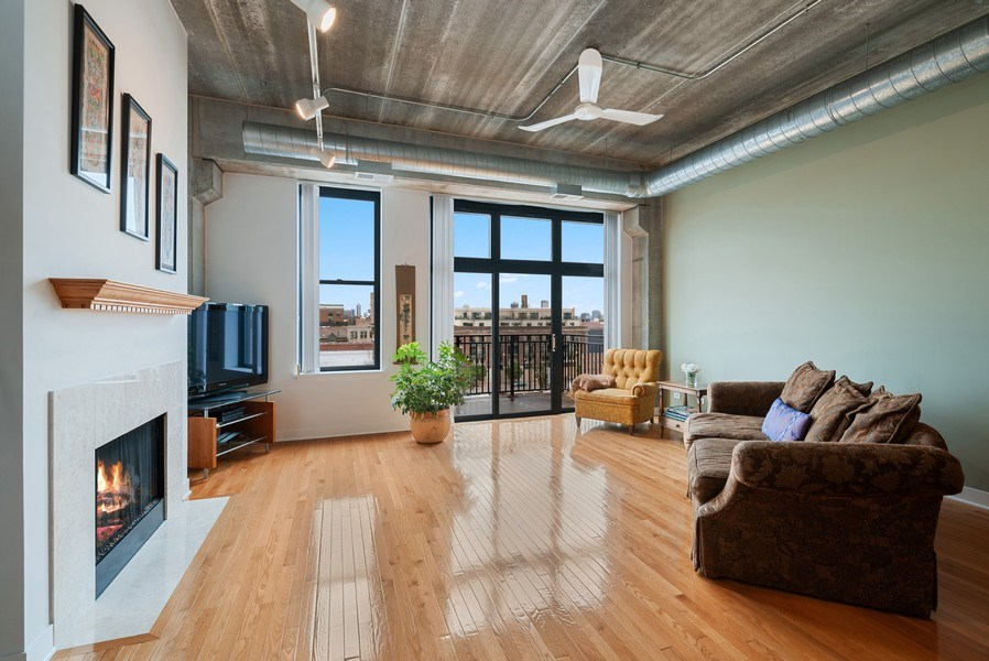 Real Estate Photography - 1635 W. Belmont #617, Chicago, IL, 60657 - Living Room