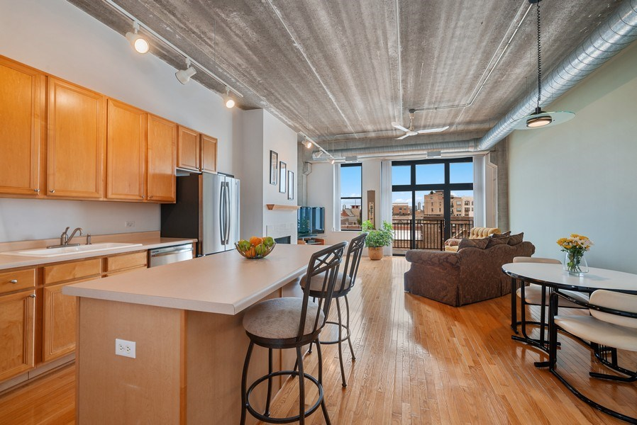 Real Estate Photography - 1635 W. Belmont #617, Chicago, IL, 60657 - Great room
