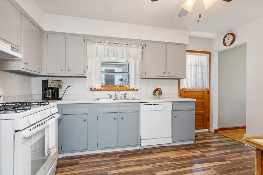 Real Estate Photography - 264 E. Fullerton Ave., Elmhurst, IL, 60126 - Kitchen (alternate view)