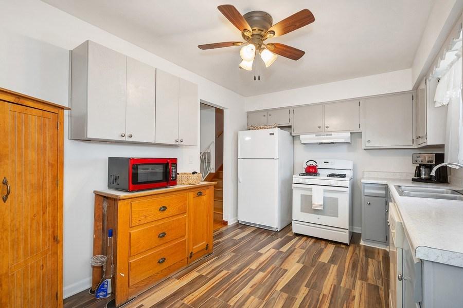 Real Estate Photography - 264 E. Fullerton Ave., Elmhurst, IL, 60126 - Kitchen