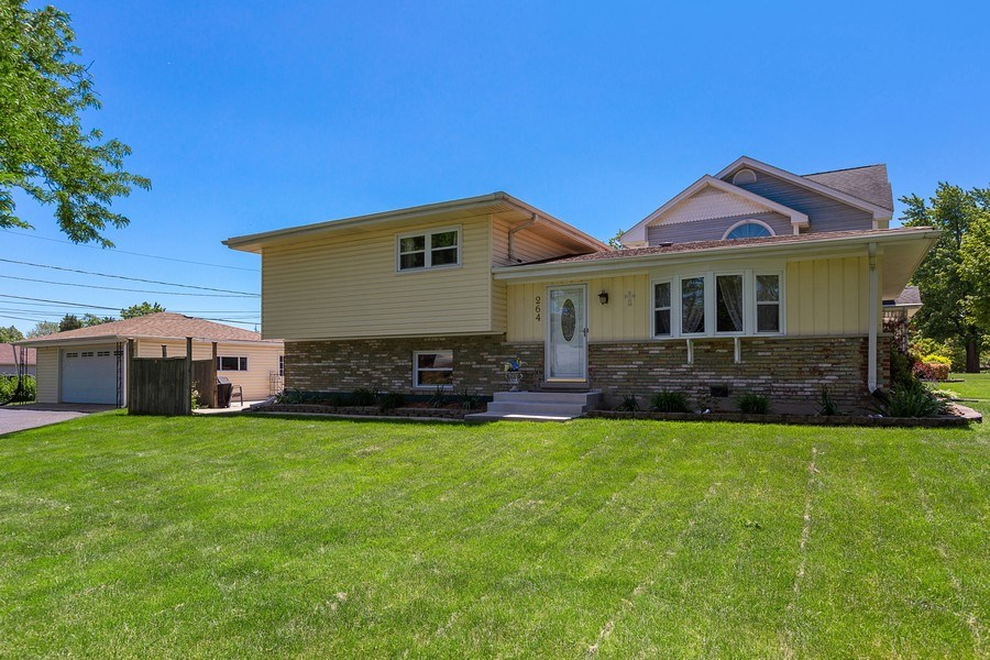 Real Estate Photography - 264 E. Fullerton Ave., Elmhurst, IL, 60126 - Front View