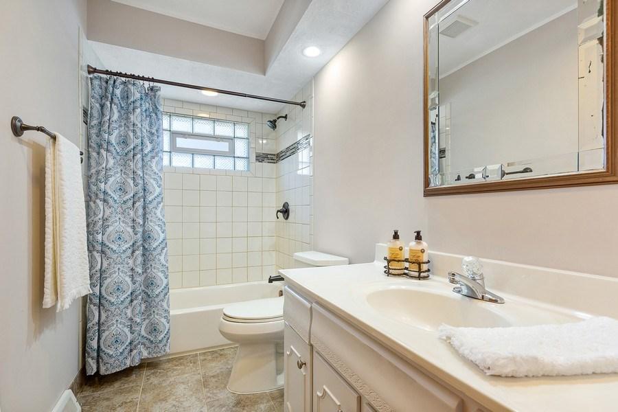 Real Estate Photography - 264 E. Fullerton Ave., Elmhurst, IL, 60126 - Bathroom