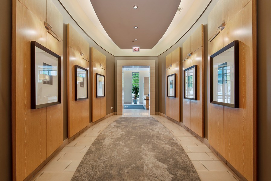 Real Estate Photography - 150 W. Superior St., 702, Chicago, IL, 60654 - Lobby