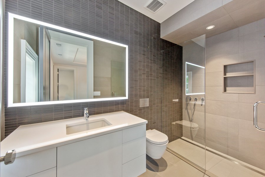 Real Estate Photography - 610 S Oak St, Hinsdale, IL, 60521 - 4th Bathroom